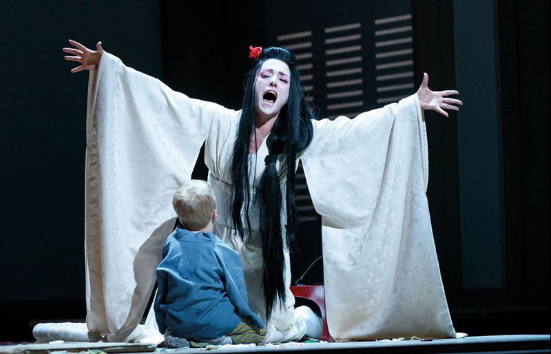 ermonela-jaho-in-madama-butterfly-roh-2017-photograph-by-bill-cooper-1.jpg?width=800&height=514.4694533762057