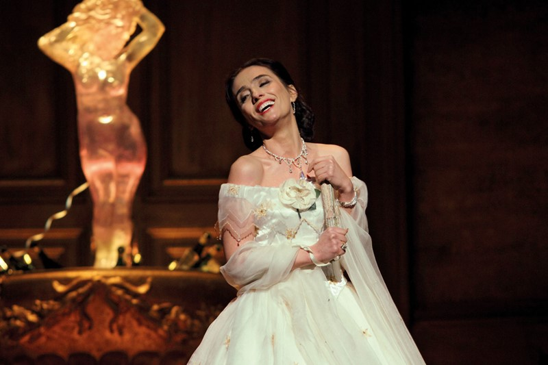 ermonela-jaho-as-violetta-vale-ry-in-la-traviata-the-royal-opera-2019-roh-photographed-by-catherine-ashmore-2.jpg?width=800&height=533.3333333333334