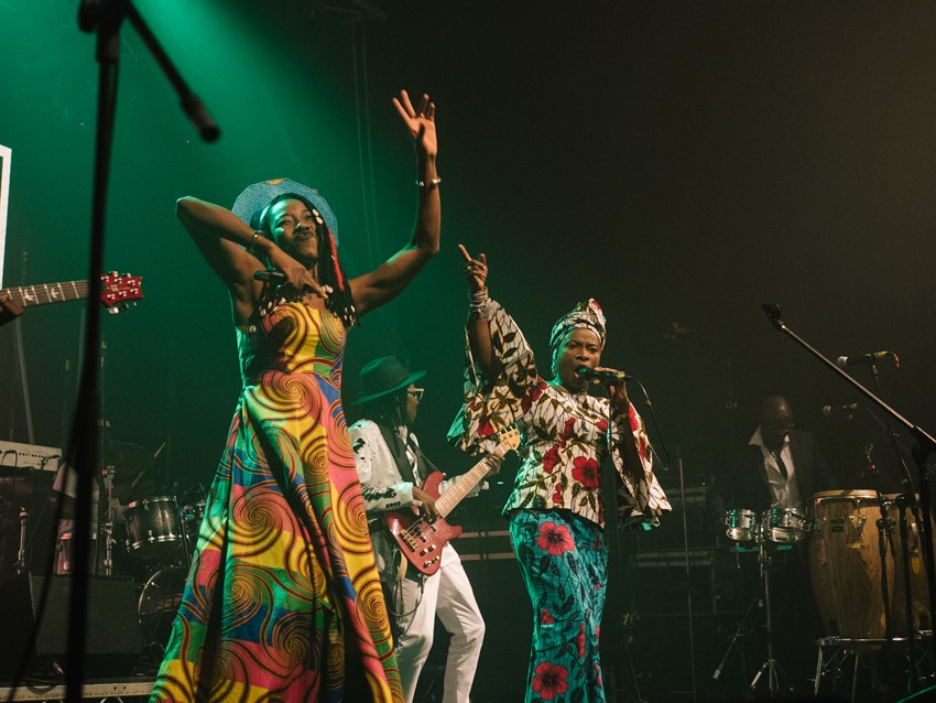 Fatoumata Diawara and Angélique Kidjo perform Miriam Makeba's 'Kilimanjaro'